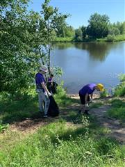 Экологическая акция на берегу реки в Новокуйбышевске
