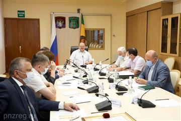 Олег Мельниченко поручил актуализировать планы ремонта муниципальной дорожной сети