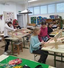 В г. Агидель обучающиеся художественного отделения ДШИ изучают технику ткачества