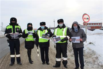 """В Кинеле Самарской области сотрудники полиции и общественники провели профилактическое мероприятие """"Внимание - встречная полоса"""""""