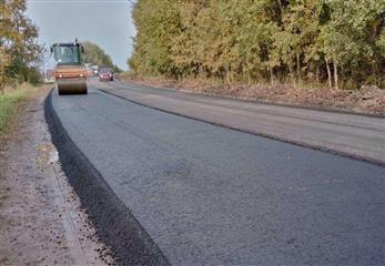 В Кировской области в рамках дорожного нацпроекта завершены работы по укладке асфальта