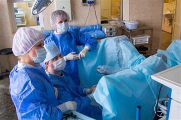 В Центре онкологии и медицинской радиологии в Кирове внедрили новый микрохирургический метод удаления опухолей