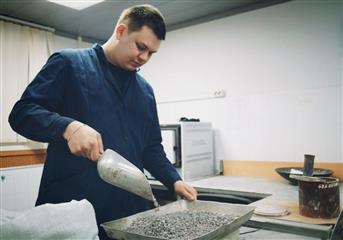 В Саратовской области в преддверии работ по нацпроекту проверяют качество будущего асфальта