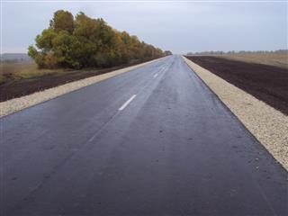 """В рамках нацпроекта """"Безопасные и качественные автомобильные дороги"""" в Кадошкинском районе Мордовии ремонтируется проблемная дорога"""
