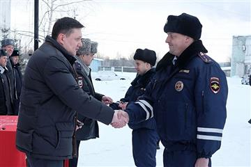 Александр Чурин вручил ключи от новых патрульных автомобилей сотрудникам Госавтоинспекции