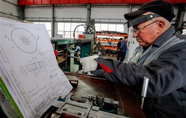 Предпенсионеров в Казани обучат мехатронике и инженерному дизайну CAD по нацпроекту