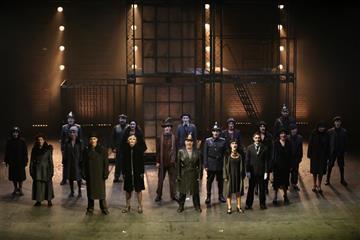 """Новая сцена СамАрта позволила поставить """"Трехгрошовую оперу"""" как мюзикл остранной любви"""