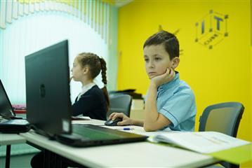 Более 400 ребят знакомятся с основами программирования в IT-кубе в Белой Холунице
