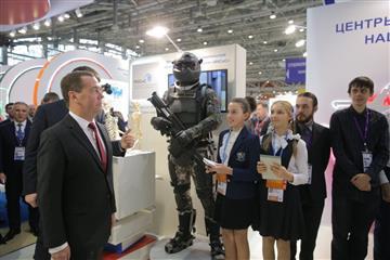 С ручкой и планшетом: Российская электронная школа
