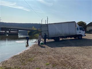 В Башкирии экологи выпустили на Павловском водохранилище 46 000 мальков стерляди