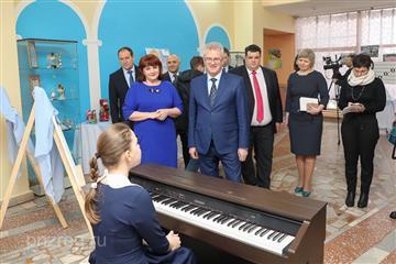 Иван Белозерцев поручил разработать документацию на ремонт детской школы искусств в Лунино