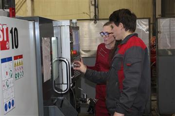 """Нацпроект """"Производительность труда и поддержка занятости"""": 12 работников завода """"Белинсксельмаш"""" проходят повышение квалификации"""
