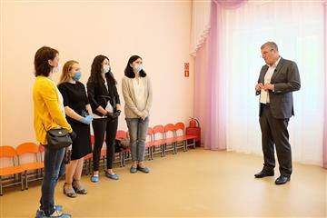 Игорь Васильев посетил новый детский сад в Оричевском районе