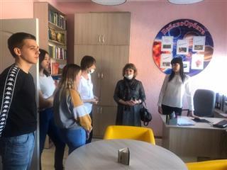 В саратовском селе проводят экскурсии по библиотеке нового формата