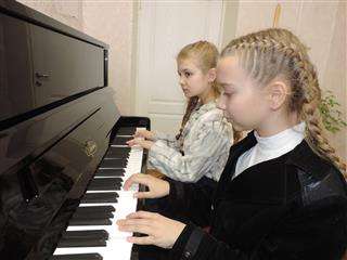 """В Детской школе искусств Нефтегорска состоялся праздничный концерт """"Музыка для мамы"""""""