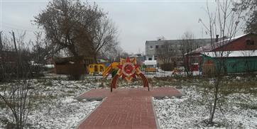 Дерево любви и детская площадка появились в поселке Нижегородец Дальнеконстантиновского района