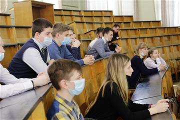 """По программе """"Менделеевский класс"""" в Мирном будут учиться ребята 8 и 9 классов"""