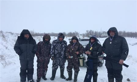 За призы коммерческого рыболовного турнира сразились восемь самарцев