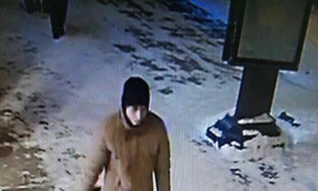 Мужчина, ранивший ножом в Тольятти двух женщин, попал на камеру