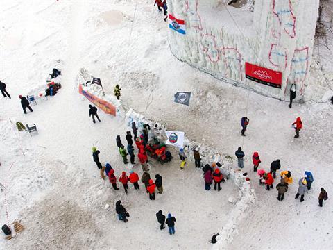 В Самаре прошел открытый чемпионат области по ледолазанию