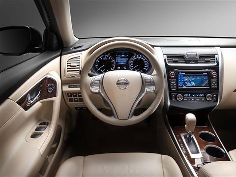 Знакомимся с новой Nissan Teana в Италии