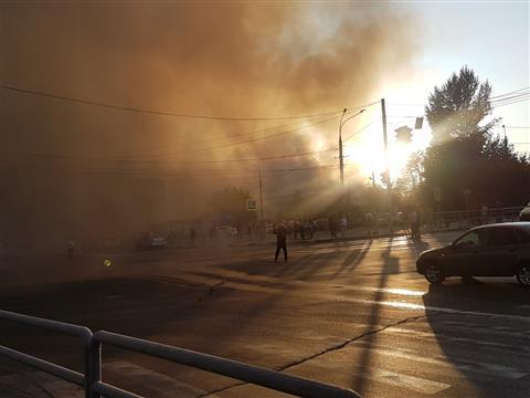 На ул. Волгина горят два жилых дома