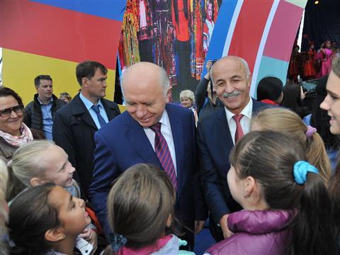 Николай Меркушкин принял участие в праздничных мероприятиях, посвященных Дню народов и национальных культур Самарской области