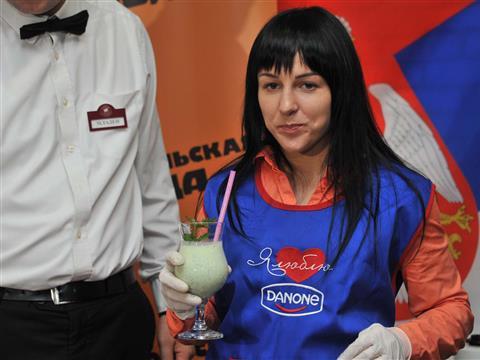 Чемпионка России по дзюдо Кристина Румянцева готовила для самарцев молочные коктейли