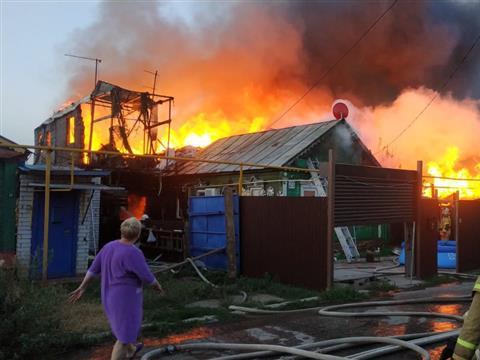 В Самаре горели 10 жилых домов на площади 1300 кв. м
