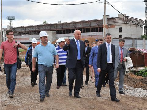 Губернатор посетил строящийся физкультурно-оздоровительный комплекс в Центральном районе Тольятти