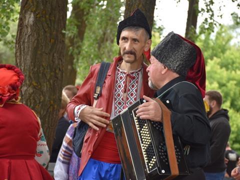 В Кинель-Черкасском районе широко отметили День Святой Троицы