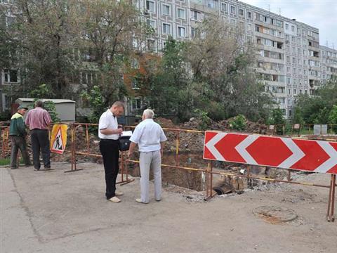 Авария на теплотрассе на ул. Стара-Загора будет устранена к понедельнику