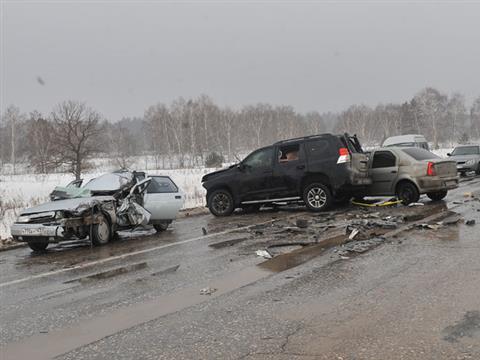 На трассе М5 столкнулись три фуры, два микроавтобуса и четыре легковых автомобиля