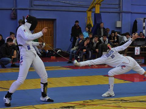 Самарские фехтовальщицы взяли две медали на турнире сильнейших