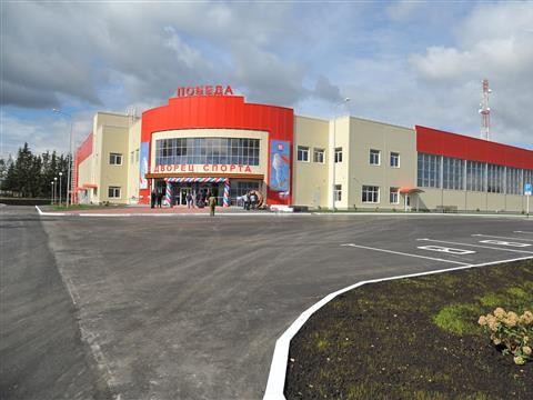 Михаил Бабич, Николай Меркушкин и Вагит Алекперов открыли самый крупный сельский спортивный комплекс региона