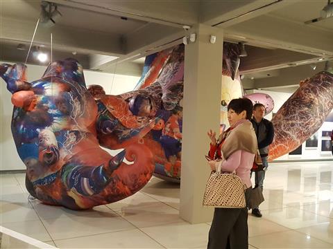 """В """"Виктории"""" открылась выставка """"Нежные касания цифровых тел"""""""