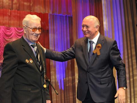 Губернатор поздравил ветеранов и жителей губернии с Днем Великой Победы