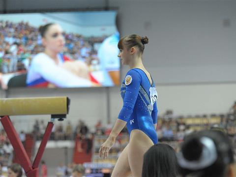 Анна Дементьева ошиблась на бревне и не попала в призеры