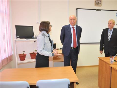 Николай Меркушкин посетил отремонтированную школу в поселке Стройкерамика
