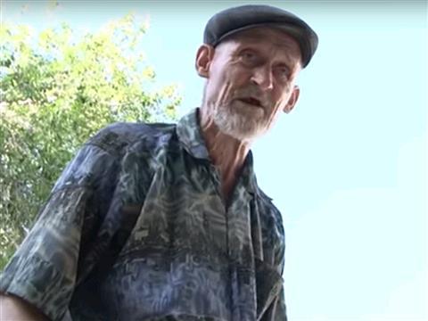 Ветеран труда, который живет в сарае, отказывается получать паспорт