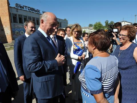 Николай Меркушкин осмотрел заброшенный Дом бытовых услуг в Безенчукском районе