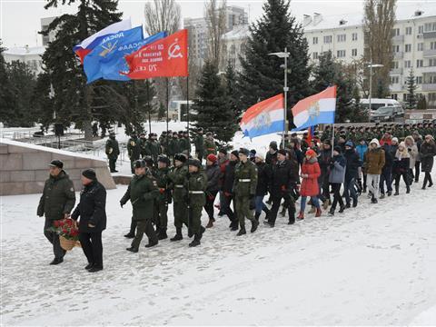 На площади Славы прошла церемония в честь Дня Неизвестного Солдата