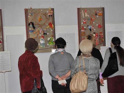 """В """"Художественном"""" открылась выставка народной традиционной куклы"""