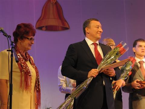 Выпускник школы № 120 Александр Фетисов поздравил  учеников и педагогов с  1 сентября