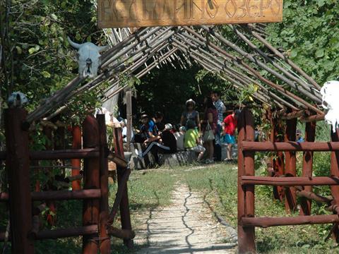 Воспитанникам приютов показали Ведьмино озеро