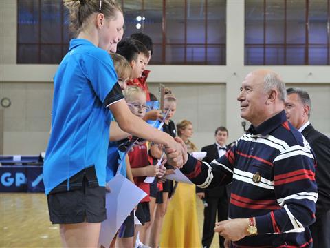 Губернатор вручил награды победителям турнира по настольному теннису