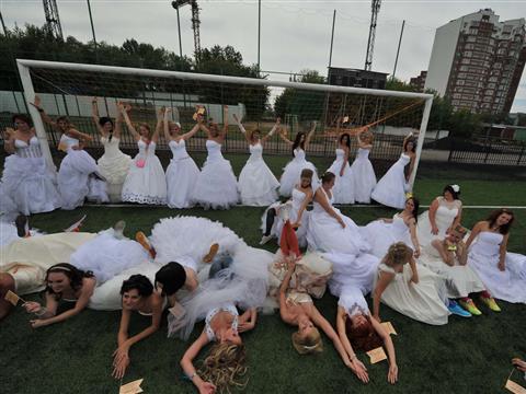 """В Самаре прошла акция """"Сбежавшие невесты"""""""