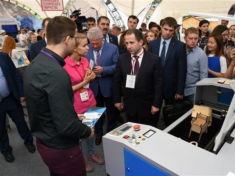 """Выставку инноваций молодежного форума """"iВолга-2017"""" посетили почетные гости"""