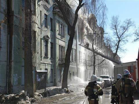 В Самаре тушат пожар в бывшем реальном училище