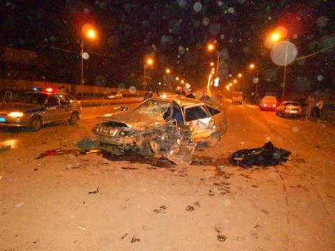 """В Самаре Lexus LX570 протаранил Renault и """"двенадцатую"""", погиб один человек"""